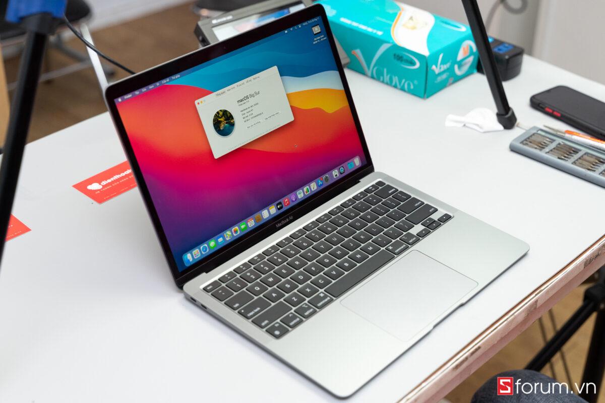"""Sforum - Trang thông tin công nghệ mới nhất Tear-Down-macbook-air-m1-1 """"Mổ bụng"""" Apple Macbook Air M1: """"Dễ"""" tháo hơn iPhone 12 Pro Max, thiết kế không quạt, dung lượng pin không đổi nhưng dùng lâu hơn"""