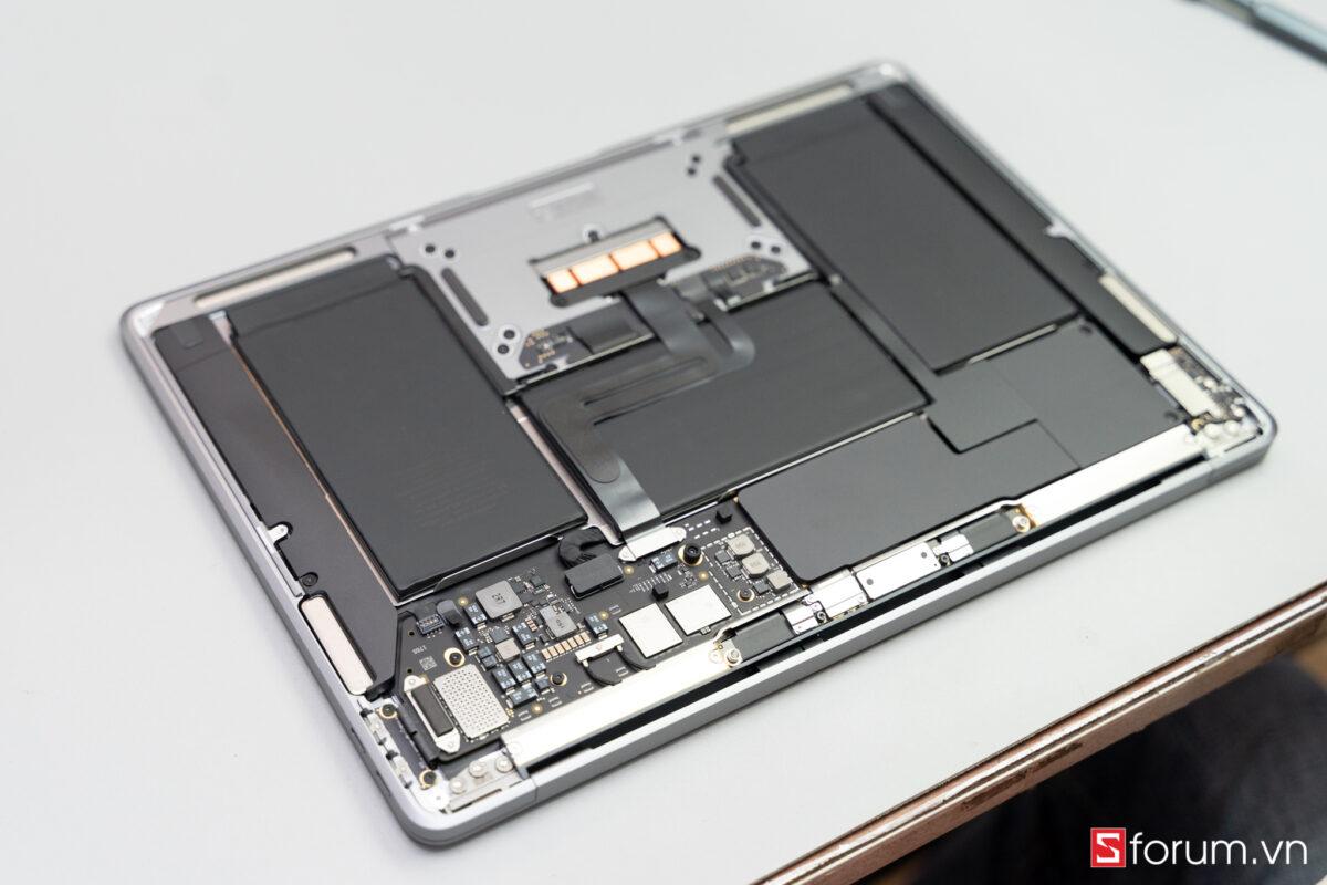 """Sforum - Trang thông tin công nghệ mới nhất Tear-Down-macbook-air-m1-6 """"Mổ bụng"""" Apple Macbook Air M1: """"Dễ"""" tháo hơn iPhone 12 Pro Max, thiết kế không quạt, dung lượng pin không đổi nhưng dùng lâu hơn"""