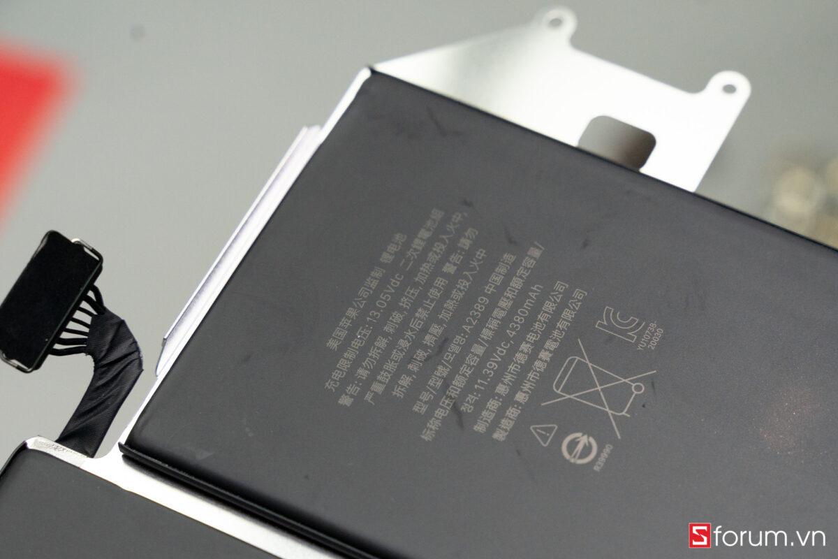 """Sforum - Trang thông tin công nghệ mới nhất Tear-Down-macbook-air-m1-49 """"Mổ bụng"""" Apple Macbook Air M1: """"Dễ"""" tháo hơn iPhone 12 Pro Max, thiết kế không quạt, dung lượng pin không đổi nhưng dùng lâu hơn"""