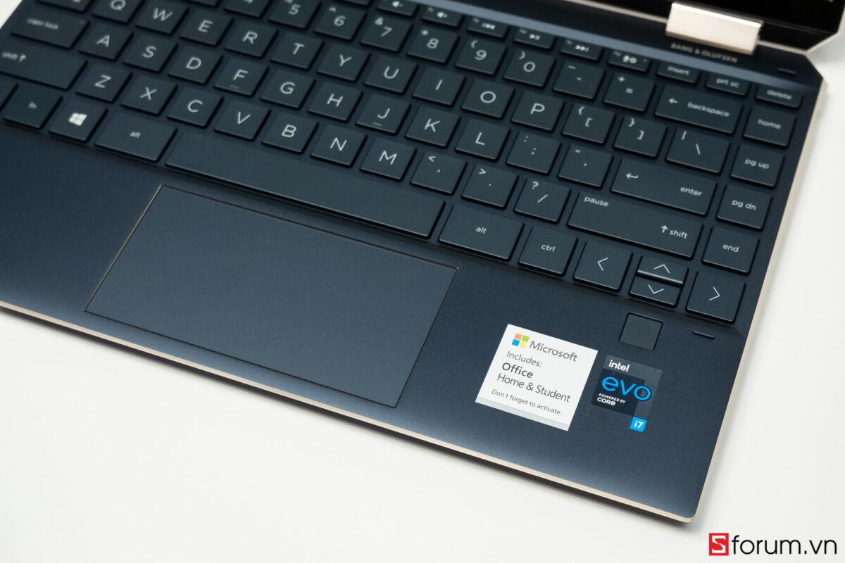 """Sforum - Trang thông tin công nghệ mới nhất HP-Spectre-x360-14-sforum-6 Trên tay tuyệt tác HP Spectre x360 13: Màn hình 4K OLED 100% DCI-P3, cấu hình chạm đỉnh, nhiều """"đồ chơi"""""""