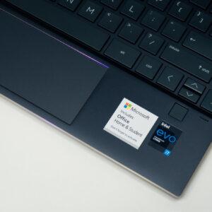 """Sforum - Trang thông tin công nghệ mới nhất HP-Spectre-x360-14-sforum-13-300x300 Trên tay tuyệt tác HP Spectre x360 13: Màn hình 4K OLED 100% DCI-P3, cấu hình chạm đỉnh, nhiều """"đồ chơi"""""""
