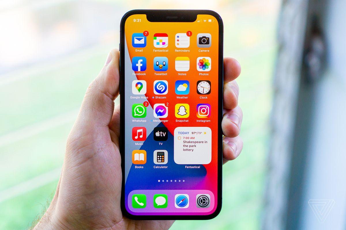 Cách cài đặt iOS 15: iPhone của bạn cần chuẩn bị gì?